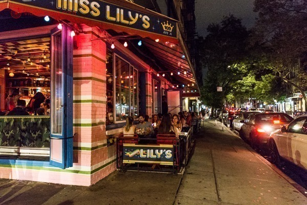 As ruas de East Village, cheia de bares e restaurantes