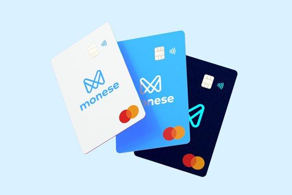 3 cartões do monese de cores diferentes