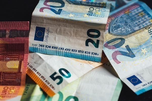 Os detalhes de várias notas de euro