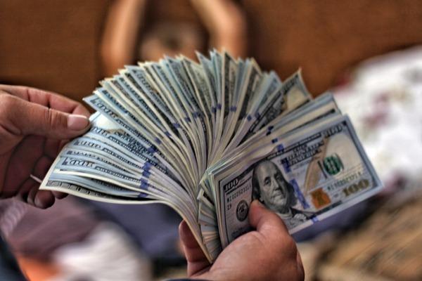 Várias notas de dólares