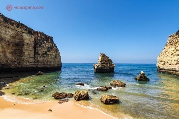 A Praia de Vale Covo, bem tímida, mas mesmo assim, linda