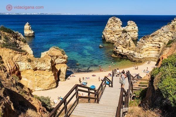 A linda Praia do Camilo vista da escadaria