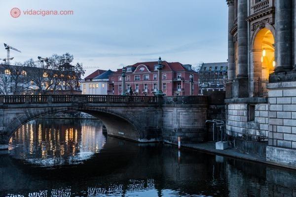 Onde ficar em Berlim: a ilha dos museus no bairro de mitte, na beira do rio Spree