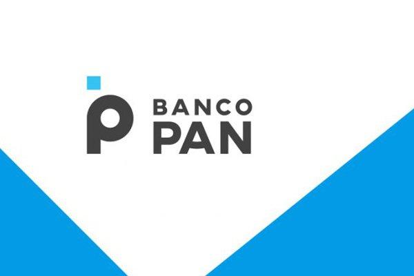 O logo do Banco Pan em preto, branco e azul