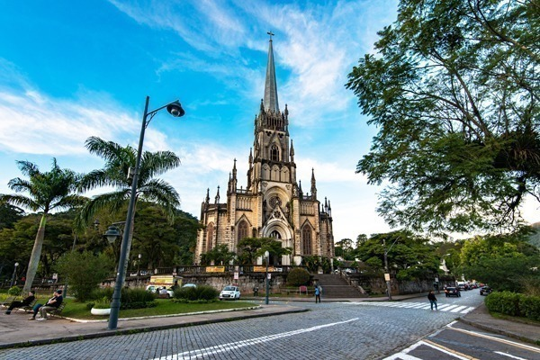 O que fazer em Petrópolis: a Catedral de São Pedro de Alcântara vista da rua