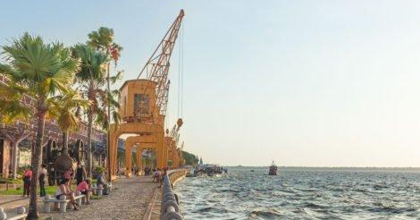O que fazer em Belém: A Estação das Docas, de frente para a Baía de Guajará, com seus guindastes amarelos