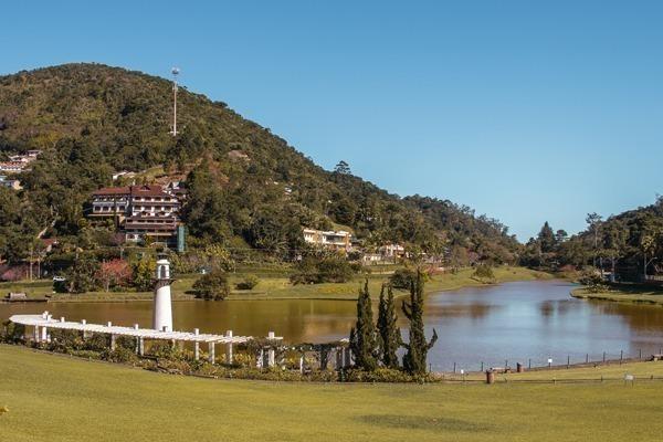 Onde ficar em Petrópolis: o lago do Palácio Quitandinha