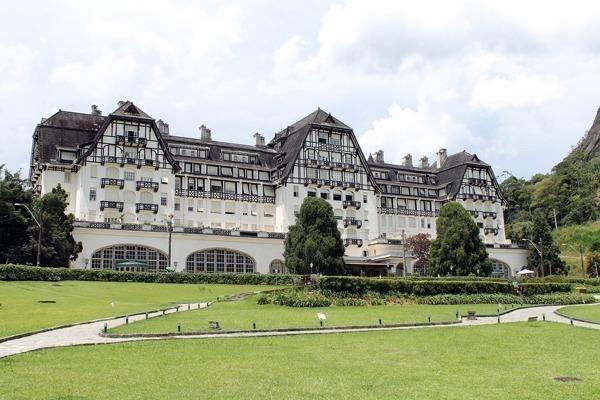 Onde ficar em Petrópolis: o Palácio Quitandinha lindo e enorme