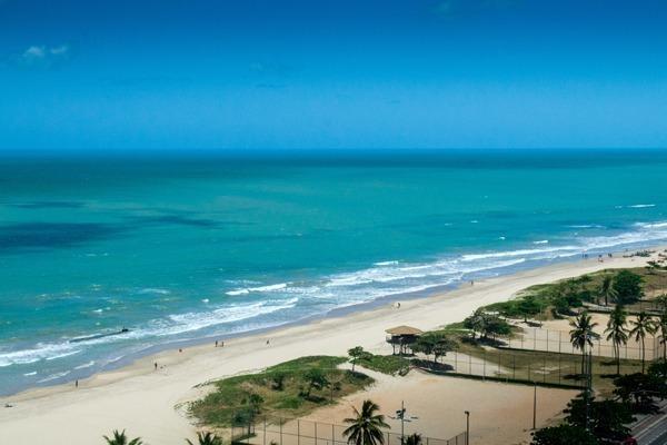A praia do Pina, linda, com águas claras e faixa de areia grande