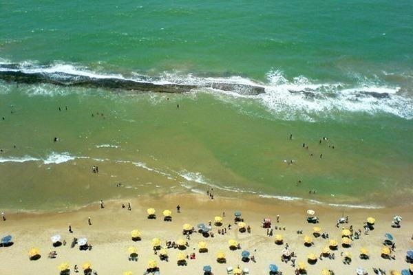 Onde ficar no Recife: O mar da Praia da Boa Viagem com seu recife em frente