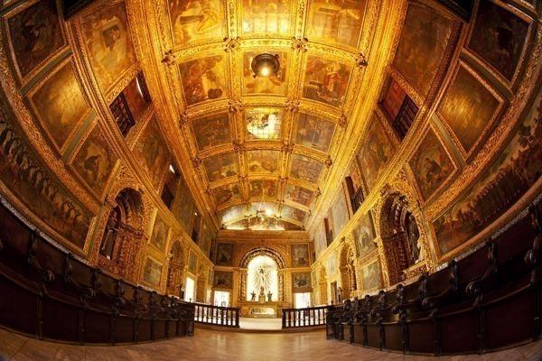 O interior da Capela Dourada, lindíssima