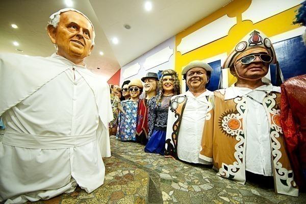 O que fazer no Recife: Várias celebridades na Embaixada dos Bonecos Gigantes
