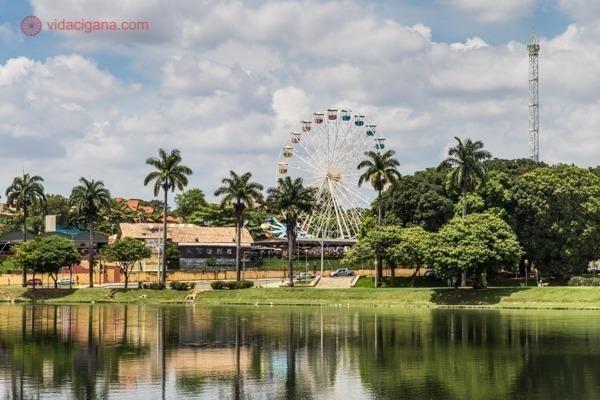 O Parque de Diversões visto da Lagoa