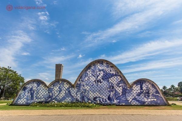 A Igreja da Pampulha com suas curvas e azulejos azuis