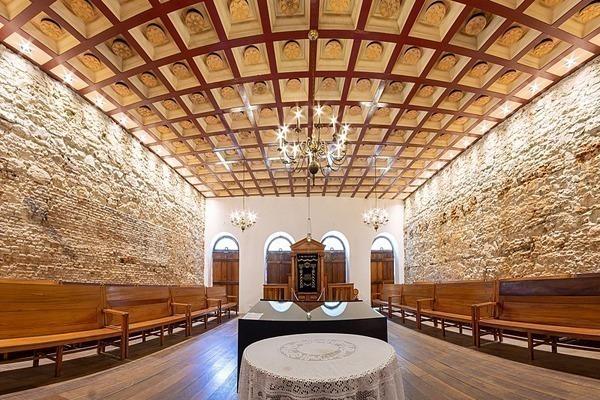 O interior da sinagoga mais antiga das Américas