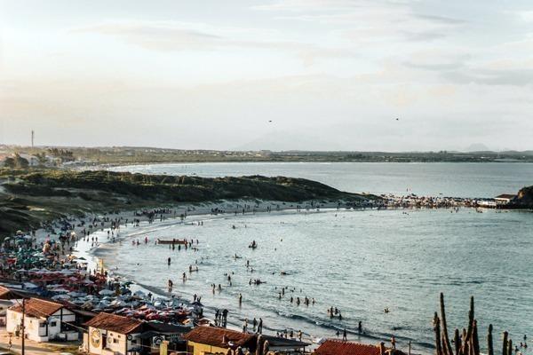 A Praia das Conchas e a Praia do Peró ao fundo