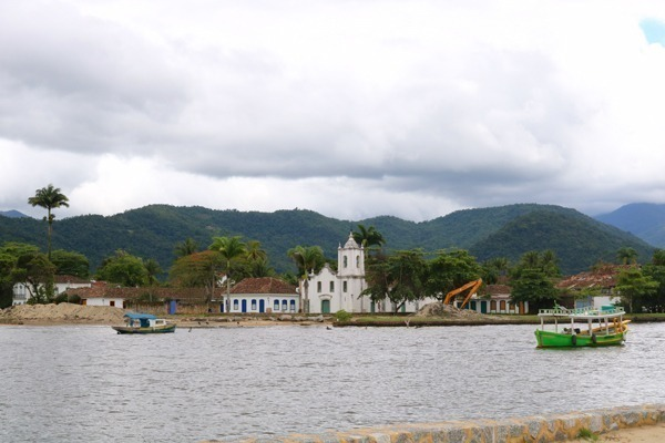 O Centro Histórico de Paraty visto da Praia do Pontal