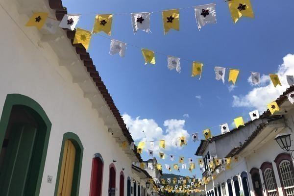 As ruas do Centro Histórico enfeitadas para a Festa de São Benedito