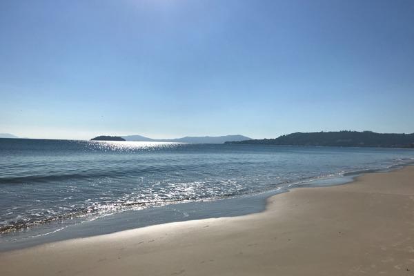 A Praia de Jurerê num lindo dia de sol