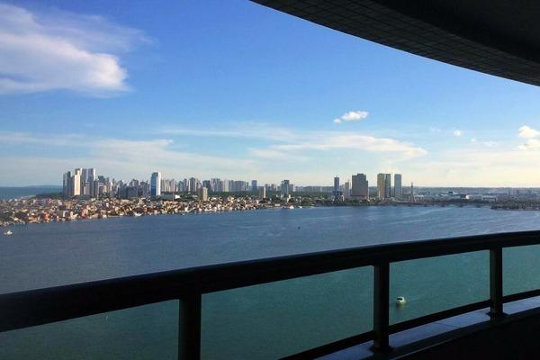 Vista incível para o mar e o Recife
