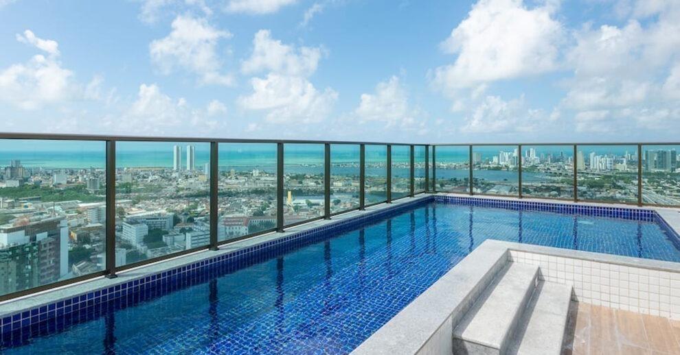 Airbnb no Recife: uma piscina na cobertura com vista pro mar