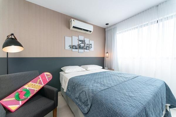 Quarto super estiloso em apartamento inspirado em De Volta para o Futuro