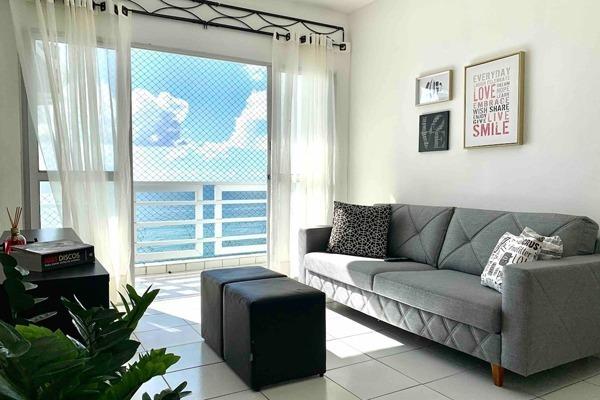 Apartamento bem iluminado de frente pro mar