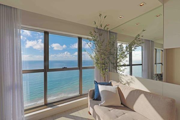Janelão da sala com vista para o Mar neste Airbnb no Recife