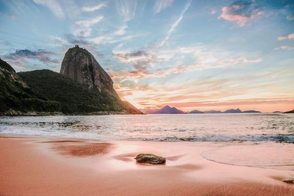 O nascer do sol na Praia Vermelha