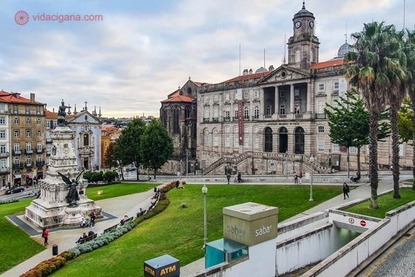 O Palácio da Bolsa visto do lado direito