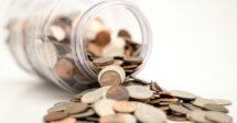 Como enviar dinheiro para o Brasil: um cofrinho cheio de moedas
