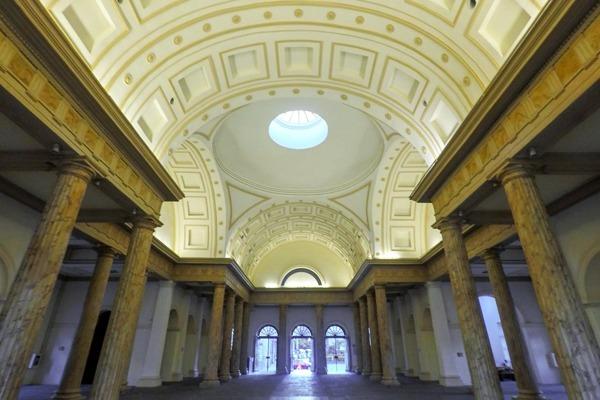 O interior da Casa França-Brasil, um ótimo local para ver performances e arte contemporânea