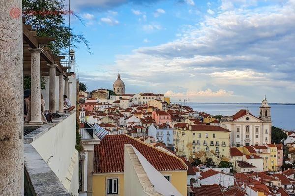 A cidade de Lisboa vista do Miradouro de Santa Luzia