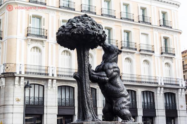 Na hora de saber o que fazer em Madri, não se esqueça de ver El Oso e El Madroño na Puerta del Sol