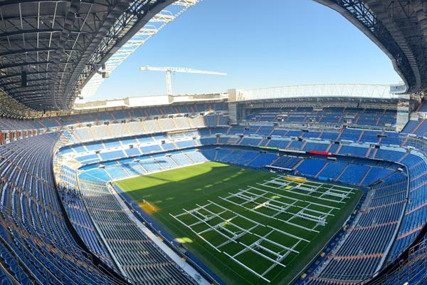O Estádio Santiago Bernabéu visto do alto de suas arquibancadas