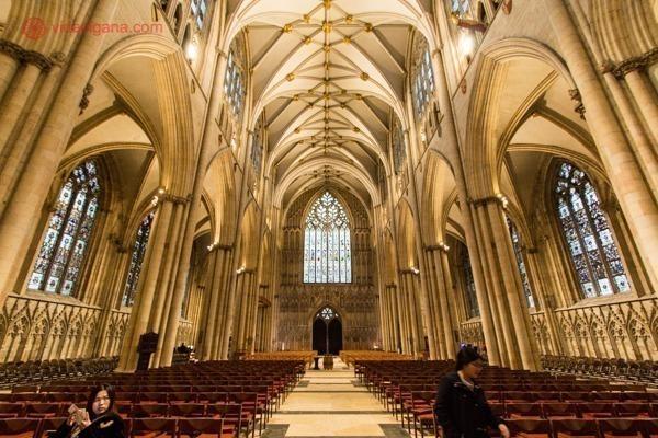 A York Minster vista de dentro, lindíssima
