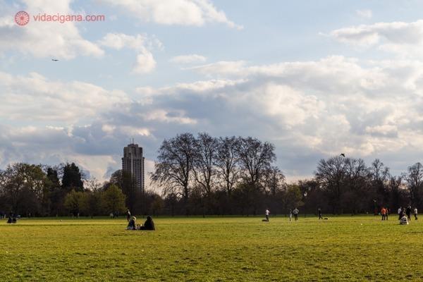 O Hyde Park com seu vasto gramado verde