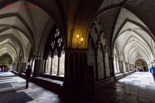 Um dos corredores internos da Westminster Abbey