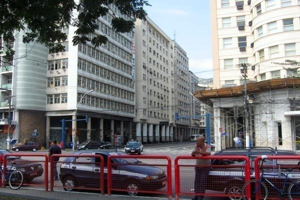 O Centro de Niterói com a Avenida Amaral Peixoto em frente