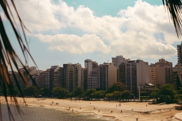 A Praia de Icaraí num dia ensolarado